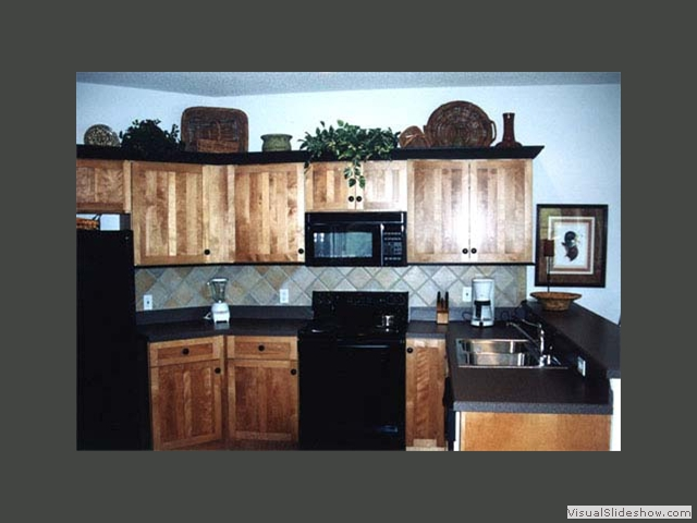 Very Best Hickory Kitchen Cabinets with Black Appliances 640 x 480 · 139 kB · jpeg